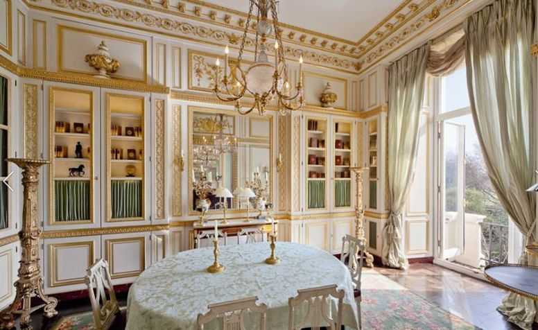 Apartments in the style of Louis XVI is for sale in London - EE24
