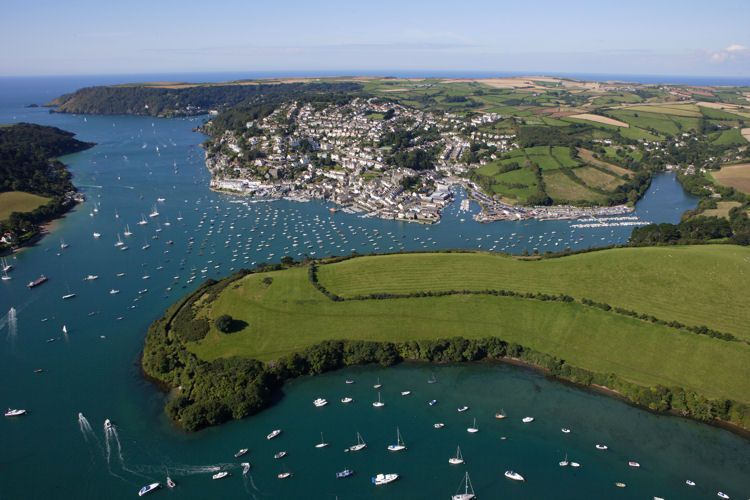 Foreign Car Photo >> Salcombe has become one of the most expensive areas of England - EE24