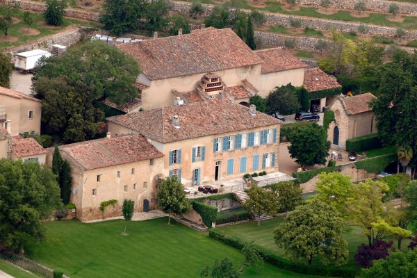 French ch teau miraval and vineyards of pitt and jolie ee24 - Johnny depp france house ...