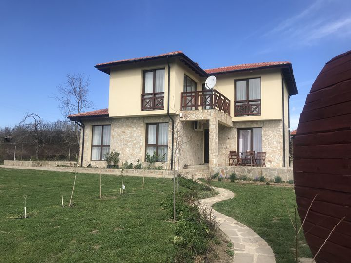Detached house in city Byala