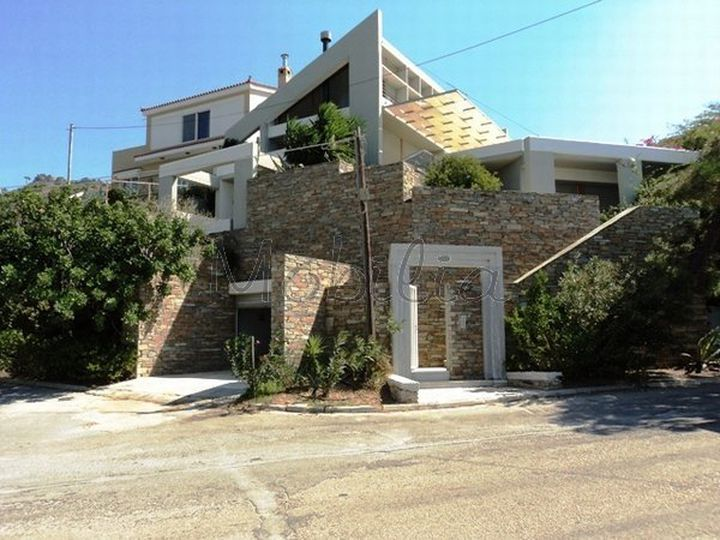 Detached house in city Marmari