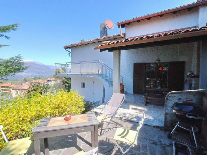 Detached house in city Porto Valtravaglia
