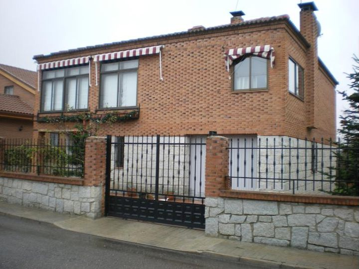 Detached house in city Madrid