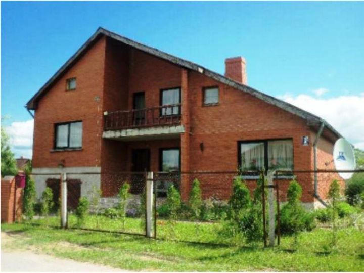 Detached house in city Liepa