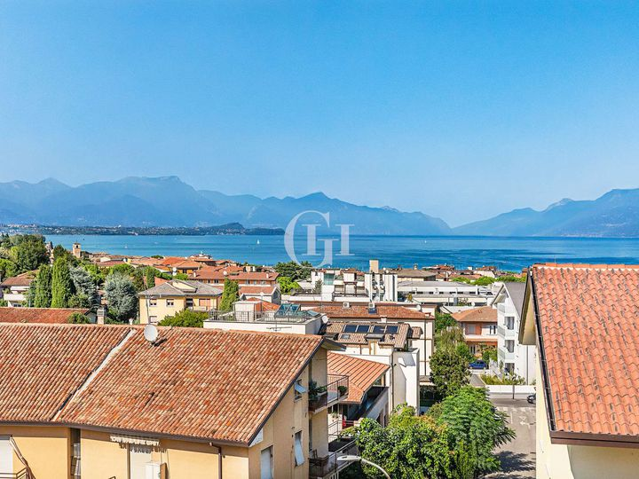 Penthouse in city Desenzano del Garda