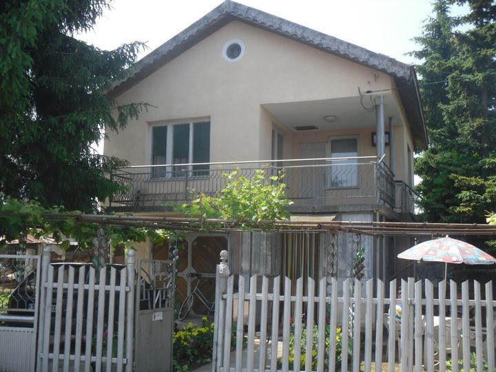Detached house in city Dobrich