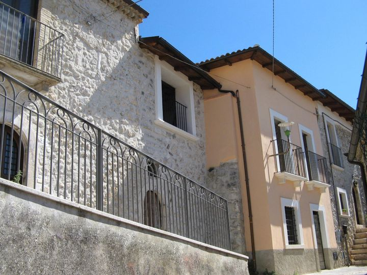 Semi-detached house in city Roccacasale