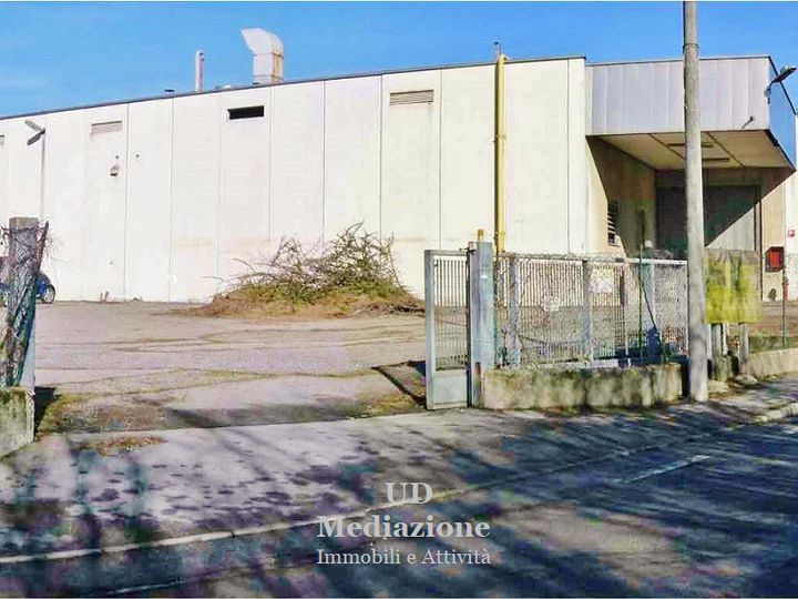Industrial in city Como