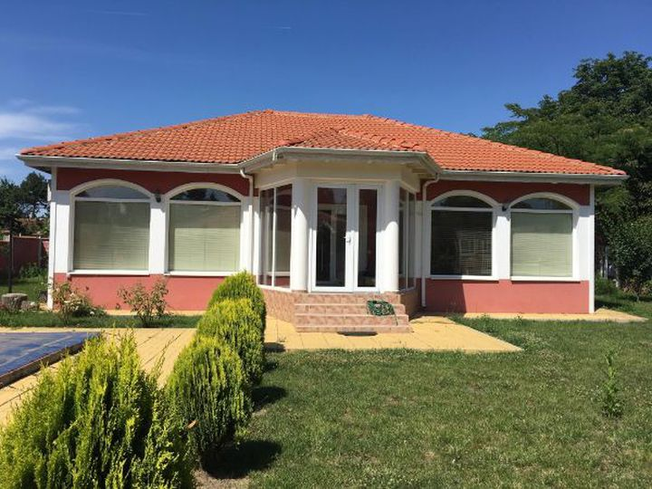 Bungalow in city Balchik