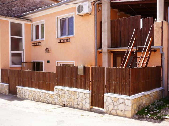 Semi-detached house in city Pula