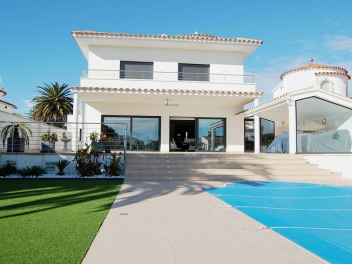 Villa in city Empuriabrava