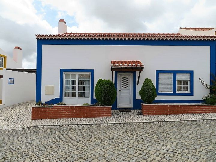 Detached house in city Obidos