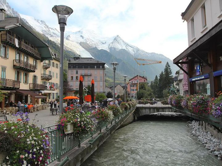 Service sector in city Chamonix