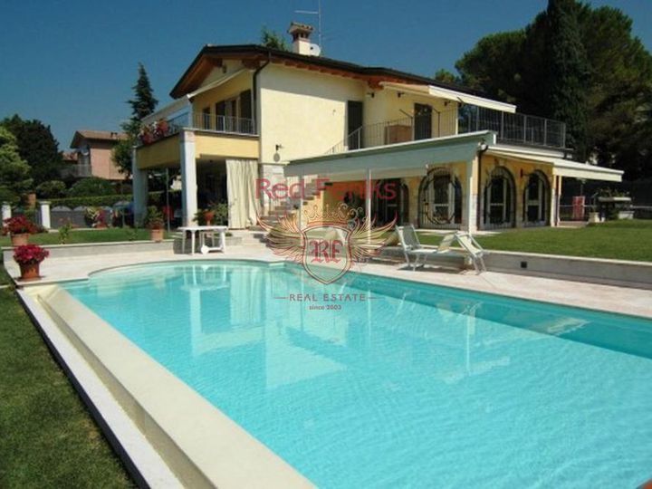 Villa in city Garda
