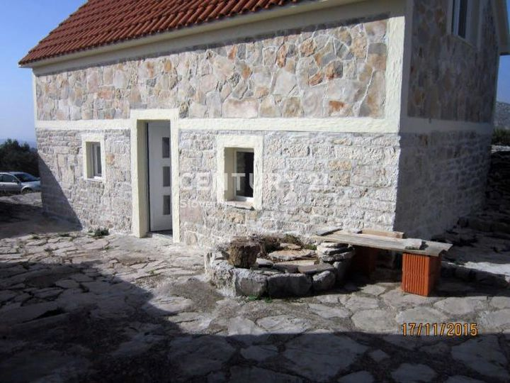 Detached house in city Rogoznica