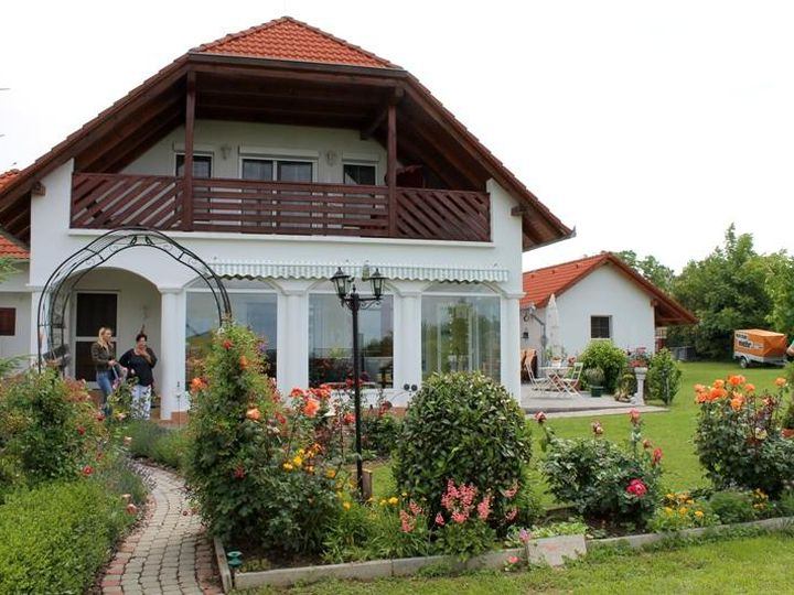 Villa in city Balatonbereny