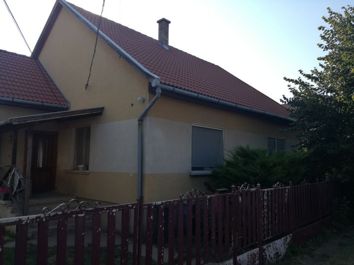 Detached house in city Monor