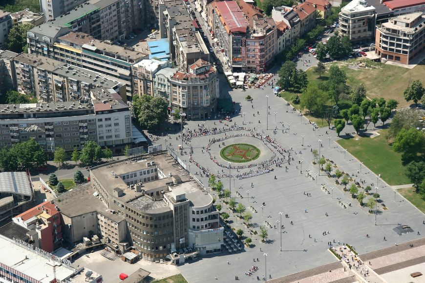Macedonia to sell at least 100 business offices
