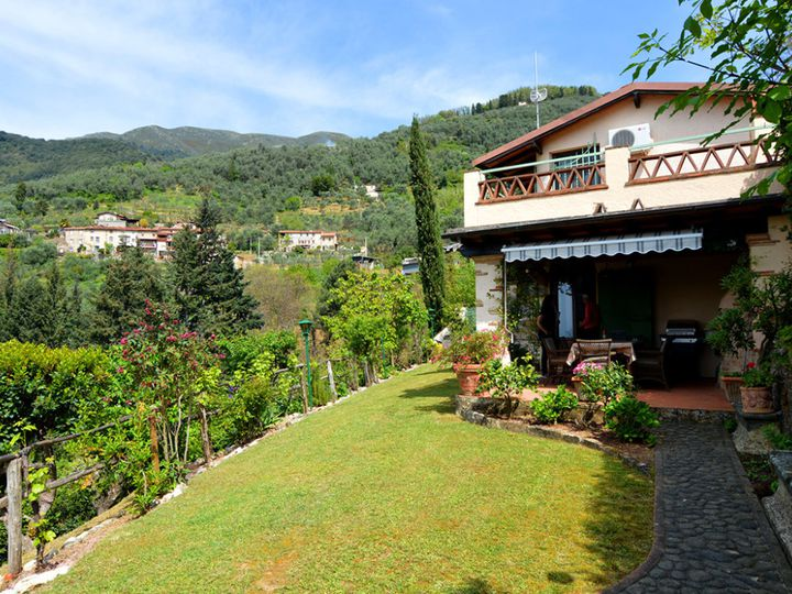 Detached house in city Camaiore
