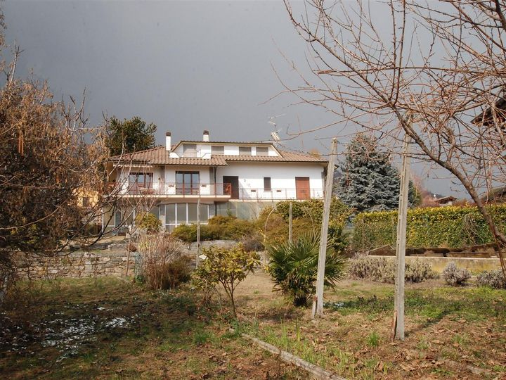 Detached house in city Massino Visconti