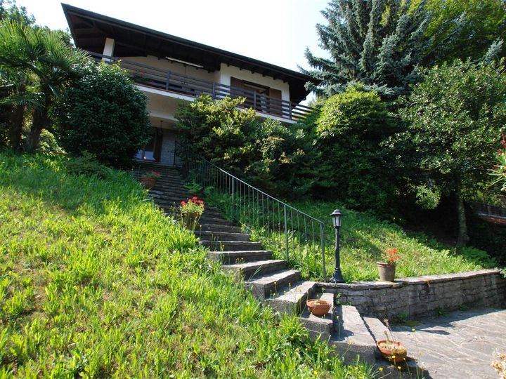 Detached house in city Brisino