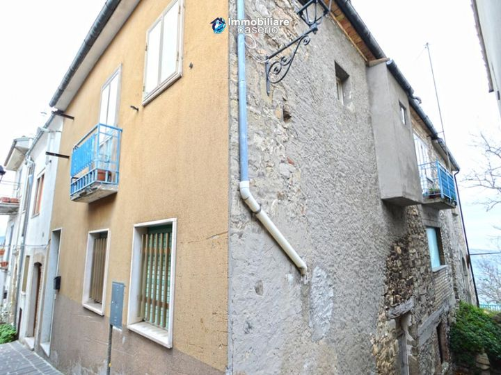 Townhouse in city Guilmi