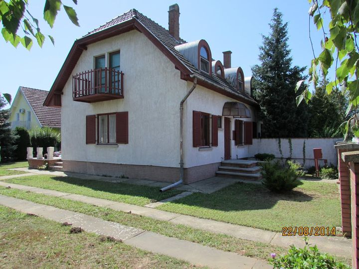 Detached house in city Abadszalok