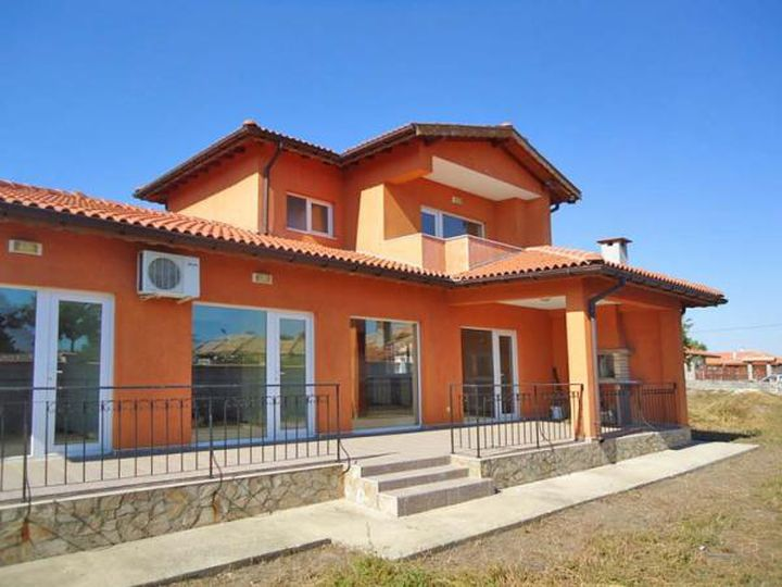 Detached house in city Sokolovo