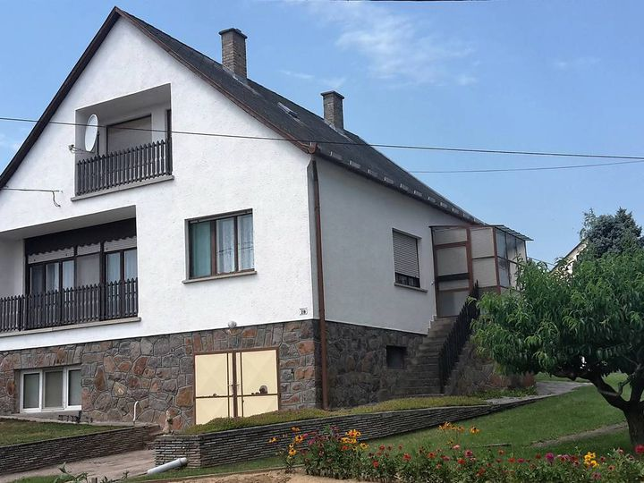 Detached house in city Geresdlak