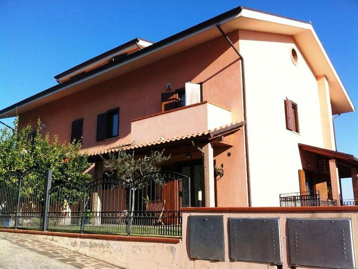 Townhouse in city Citta San'Angelo