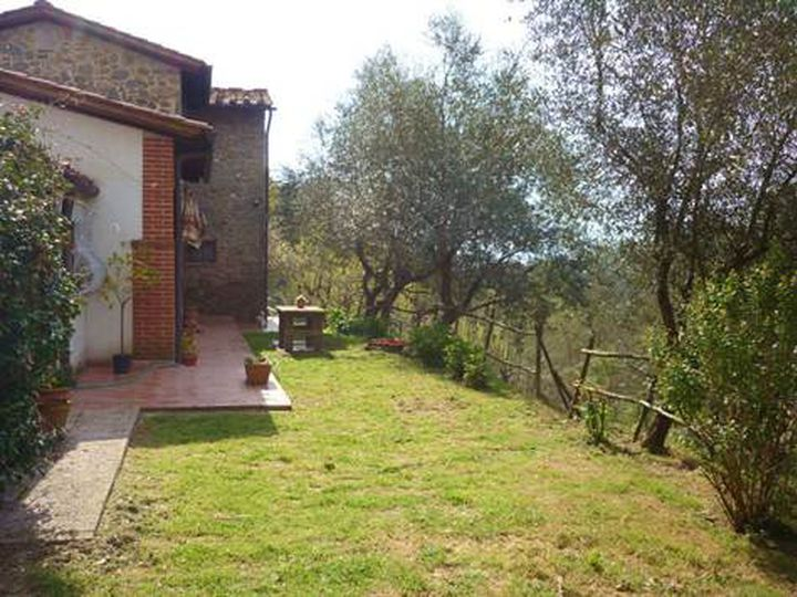 Detached house in city Pescia