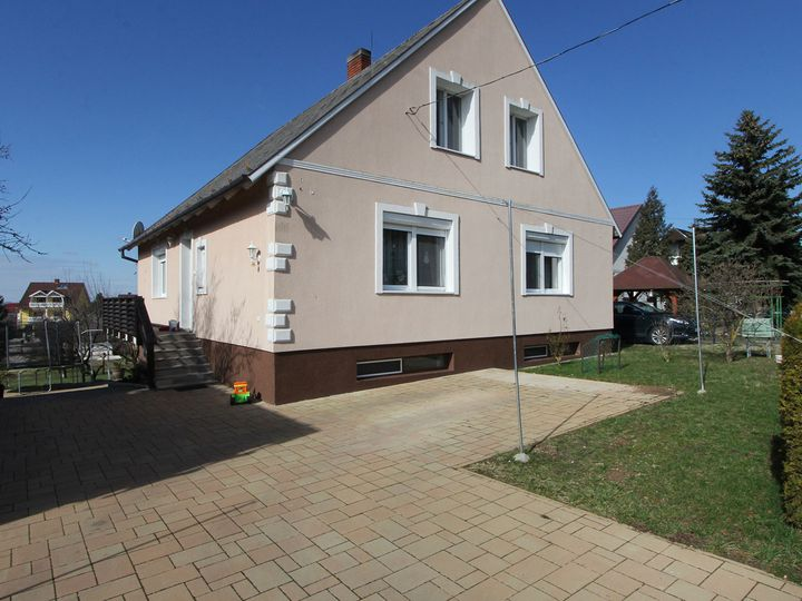 Detached house in city Vonyarcvashegy