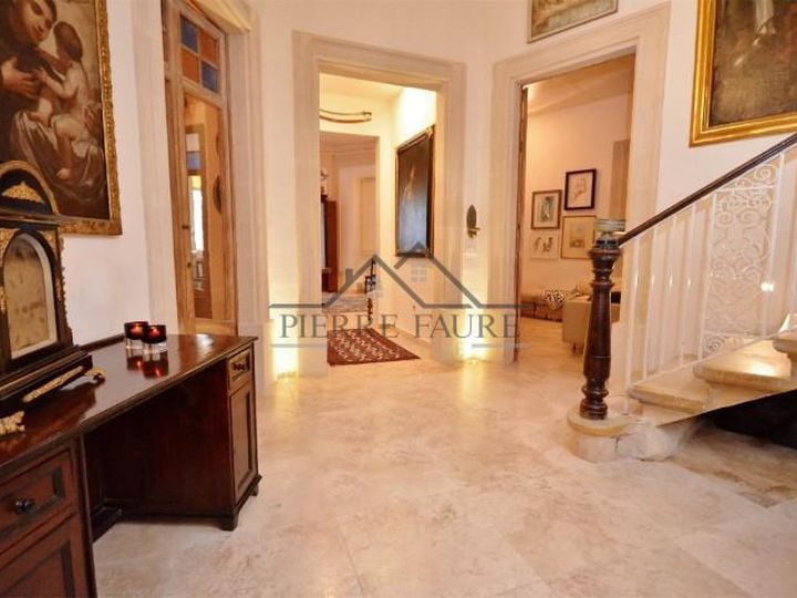 Townhouse in city Sliema