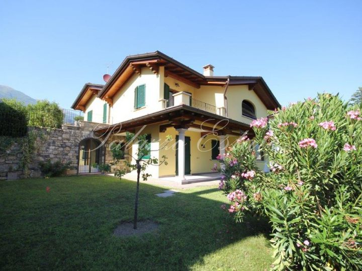 Villa in city Laveno