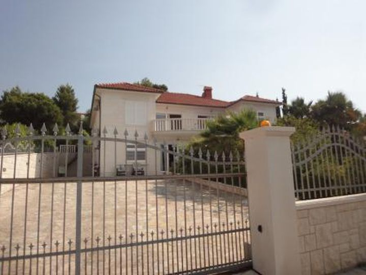 Villa in city Sutivan