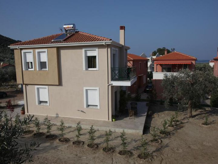 Detached house in city Megalos Prinos