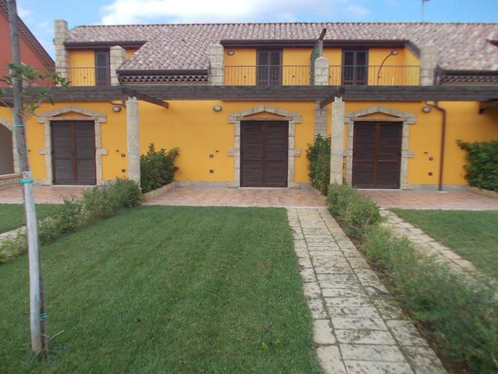 Townhouse in city Torre Melissa