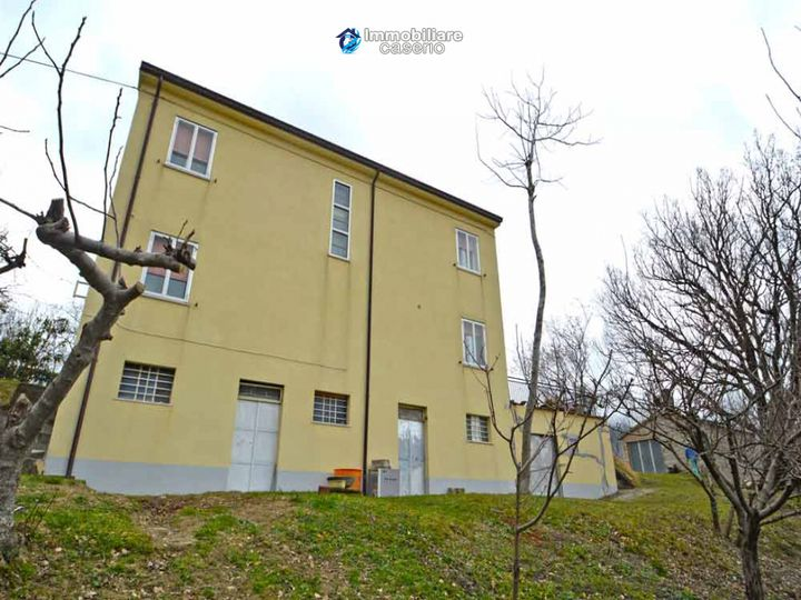 Detached house in city Roccaspinalveti