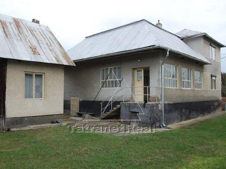 Detached house in city Snina