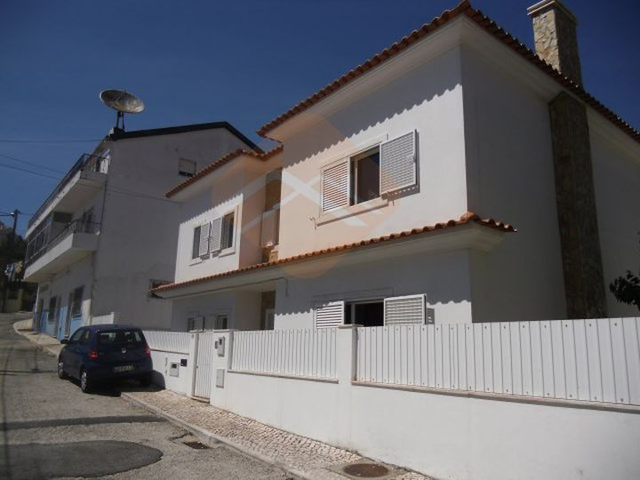 Detached house in city Odivelas