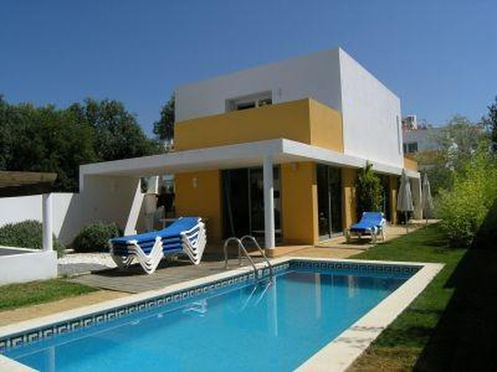 Apartment house in city Alvor