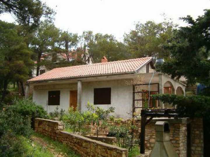 Detached house in city Postira