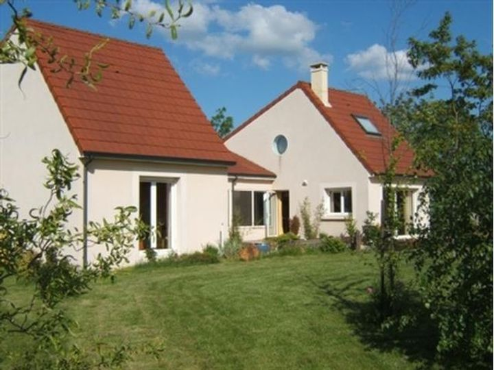 Detached house in city Auxerre