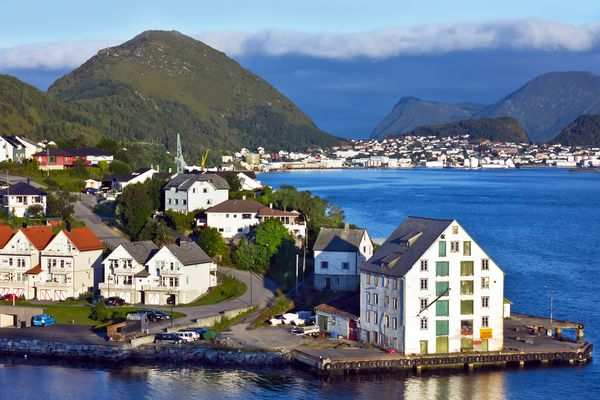 The real estate market in Norway is clamped in a vise because of low interest rates