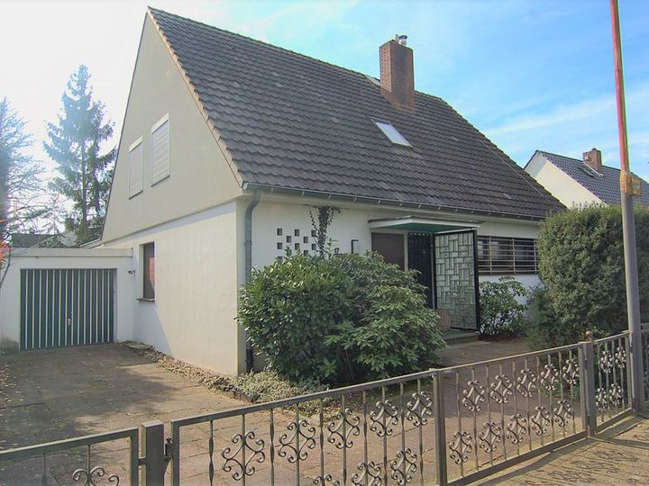 Detached house in city Dusseldorf