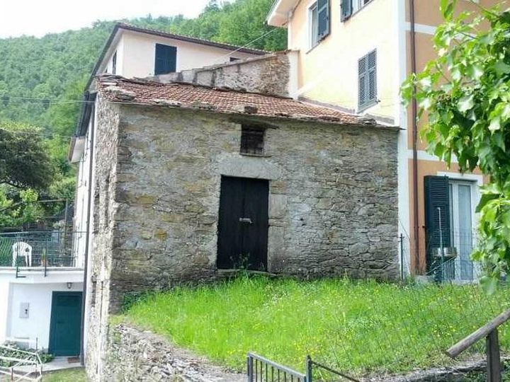 Detached house in city Leivi