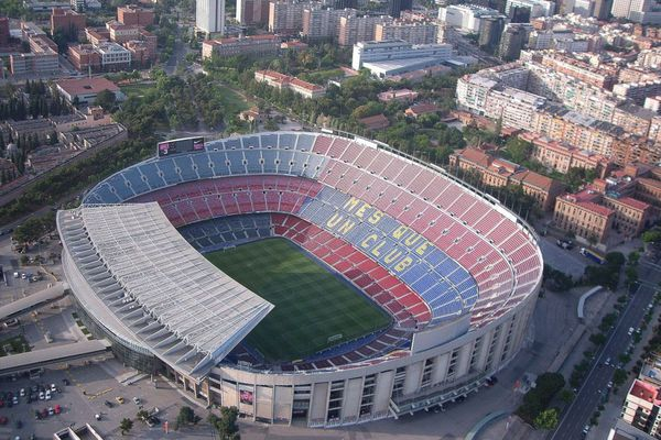 How much is the housing near the stadiums of best Spanish football teams?