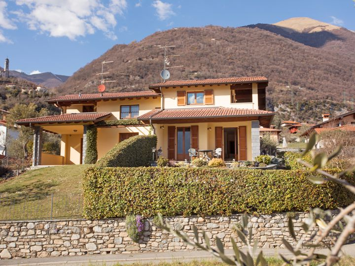 Detached house in city Ossuccio