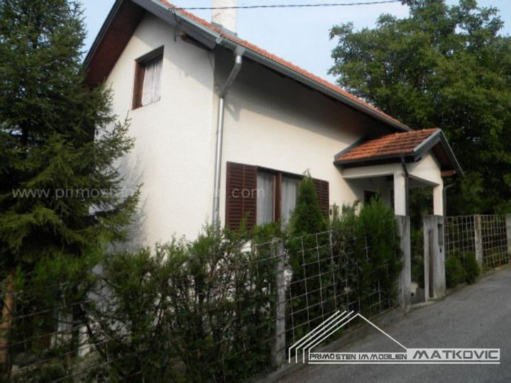 Detached house in city Sesvete