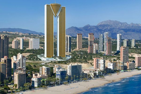 The weirdest skyscraper of Spain is for sale